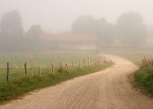 Azienda agricola nebbiosa immagine stock libera da diritti