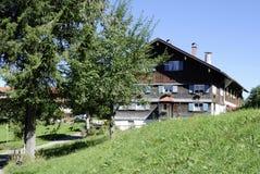 Azienda agricola nel Allgaeu in Baviera Immagine Stock Libera da Diritti