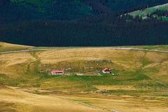 Azienda agricola nelle montagne Fotografie Stock Libere da Diritti