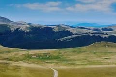 Azienda agricola nelle montagne Fotografie Stock