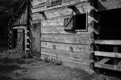Azienda agricola o ranch nera & bianca dell'annata fotografie stock libere da diritti