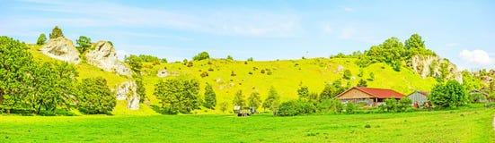 Azienda agricola a panorama di Eselsburger Tal della valle Fotografia Stock