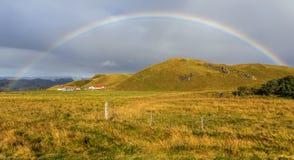 Azienda agricola rurale dell'Islanda con l'arcobaleno Immagine Stock Libera da Diritti