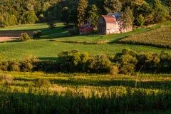 Azienda agricola rustica della valle Fotografia Stock