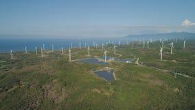 Azienda agricola solare con i mulini a vento Filippine, Luzon Immagine Stock