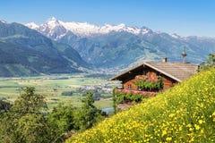 Azienda agricola tradizionale della montagna nelle alpi Fotografia Stock
