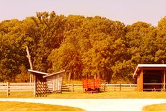 Azienda lattiera e granai americani nella stagione di autunno Immagini Stock Libere da Diritti