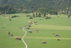 Aziende agricole alpine della valle Fotografia Stock Libera da Diritti