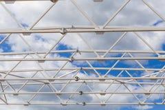 aziende agricole della costruzione contro il cielo fotografia stock