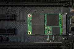 Azionamento ad alta velocità dello SSD sulla scheda madre Immagine Stock
