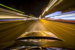 Azionamento della città di notte in macchina Fotografie Stock
