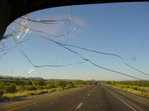 Azionamento della strada principale del deserto Fotografie Stock Libere da Diritti