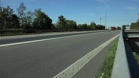 Azionamento delle automobili sull'autostrada tedesca stock footage
