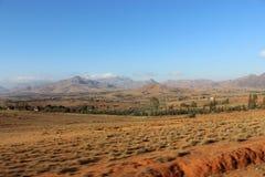 Azionamento delle montagne passate nel Madagascar Immagini Stock