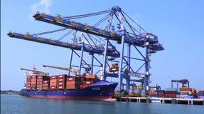 Azionamento di Cochin e terminale di contenitore marini del vallarppadam fotografie stock libere da diritti