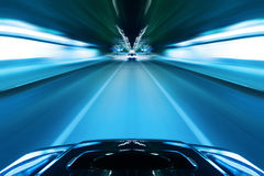 Azionamento di notte di velocità dell'automobile Fotografie Stock