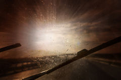 Azionamento di veicolo del pericolo durante la tempesta pesante Fotografie Stock Libere da Diritti
