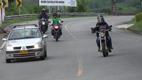 Azionamento pericoloso del motociclo illegale immagini stock