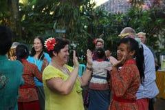 Azione dai giovani orfani di un cacao, di un caffè e di una piantagione della spezia al villaggio di Kalibaru in Java Indonesia o immagine stock libera da diritti