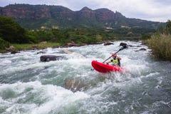 Azione del fiume di kayak Fotografie Stock