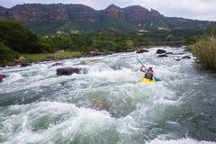 Azione del fiume di kayak Fotografia Stock