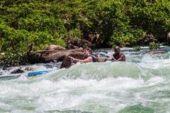 Azione delle rapide del fiume della corsa di Dusi della canoa Immagini Stock