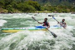 Azione delle rapide del fiume della corsa di Dusi della canoa Immagine Stock
