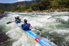 Azione delle rapide del fiume della corsa di Dusi della canoa Fotografia Stock