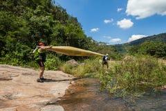 Azione delle rapide del fiume della corsa di Dusi della canoa Fotografia Stock Libera da Diritti