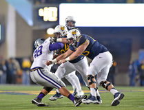 2014 azione di calcio del NCAA - stato di WVU-Kansas Immagine Stock Libera da Diritti
