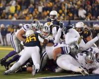 2014 azione di calcio del NCAA - stato di WVU-Kansas Fotografie Stock Libere da Diritti