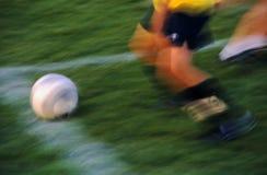 Azione di calcio nella sfuocatura di movimento di lasso di tempo Fotografia Stock
