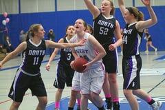 Azione di pallacanestro delle ragazze Fotografie Stock Libere da Diritti
