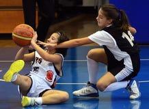 Azione di pallacanestro delle ragazze Fotografia Stock Libera da Diritti