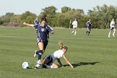 Azione femminile di calcio dell'istituto universitario minore Immagine Stock