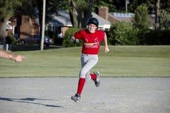 Azione maschio di baseball della gioventù Fotografia Stock