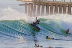 Azione praticante il surfing Durban delle folle Immagini Stock Libere da Diritti