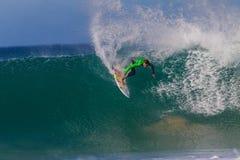 Azione sciocca dell'onda del surfista Immagine Stock