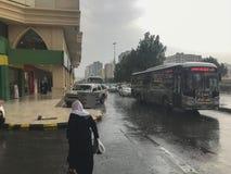 AZIZIYAH, MECCA-CIRCA MAJ 2019: Ciężki dolewanie deszczu spadek przy Aziziyah handlowym centre w Aziziyah, Makkah prowincja, Arab zdjęcie royalty free