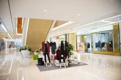 Azja Chiny, Pekin, Chang Ying Tian Jie centrum handlowe, Odziewa wzorcowego wieszaka Fotografia Stock