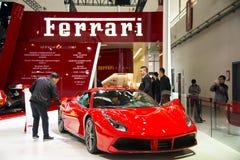 Azja Chiny, Pekin, 2016 międzynarodowych samochodów wystaw, Salowa powystawowa sala, Postępowy sporta samochód, Ferrari Zdjęcie Royalty Free