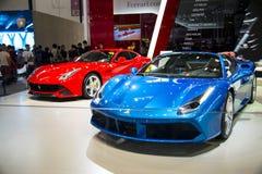 Azja Chiny, Pekin, 2016 międzynarodowych samochodów wystaw, Salowa powystawowa sala, Postępowy sporta samochód, Ferrari Zdjęcia Stock