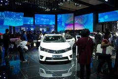 Azja Chiny, Pekin, 2016 międzynarodowych samochodów wystaw, Salowa powystawowa sala, Toyota Carola obrazy stock
