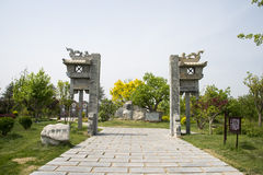 Azja Chiny, Pekin, ogrodowy expo, Ogrodowy architectureï ¼ ŒThe kamienia drzwi, Obrazy Royalty Free