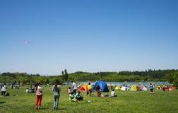 Azja Chiny, Pekin, Olimpijski lasu park, obszar trawiasty, czasu wolnego camping Fotografia Royalty Free