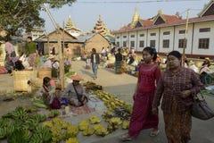 AZJA MYANMAR NYAUNGSHWE INLE jeziora rynek Zdjęcie Stock