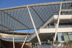 AZJA SHENZHEN stalowej struktury PORCELANOWY Nowożytny budynek w Dennym światu kwadracie zdjęcia stock