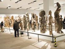 Azjata Chiny, Pekin, muzeum narodowe, salowa powystawowa sala, Afryka drewniany cyzelowanie Obraz Stock