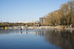 Azjata Chiny, Pekin, Taoranting park, zima krajobraz, pawilony, tarasy i otwarte sala, Obraz Stock