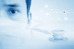 Azjata lekarka W rzeczywistości wirtualnej fotografia stock
